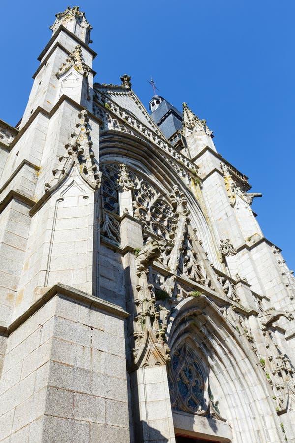 Igreja de St Leonard, Fougeres, França foto de stock