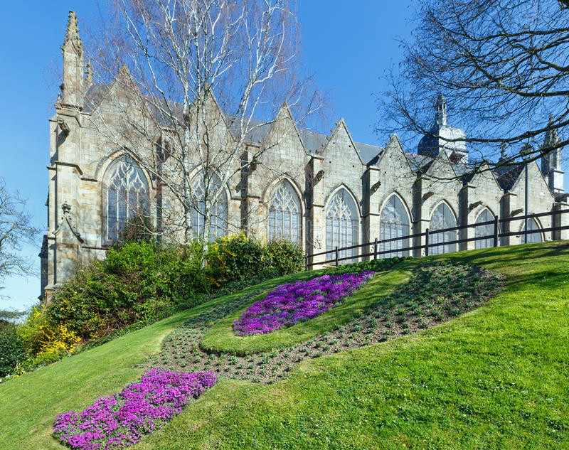 Igreja de St Leonard, Fougeres, França imagens de stock
