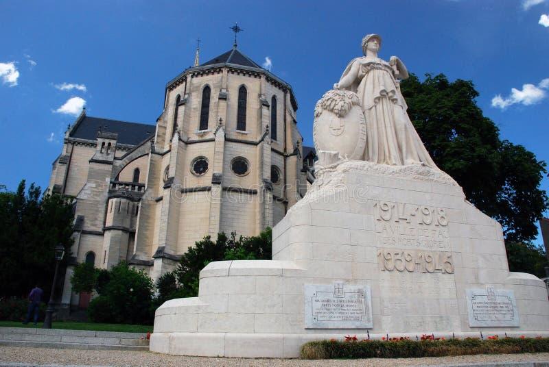 Igreja de St Martin e memorial de guerra em Pau imagem de stock royalty free