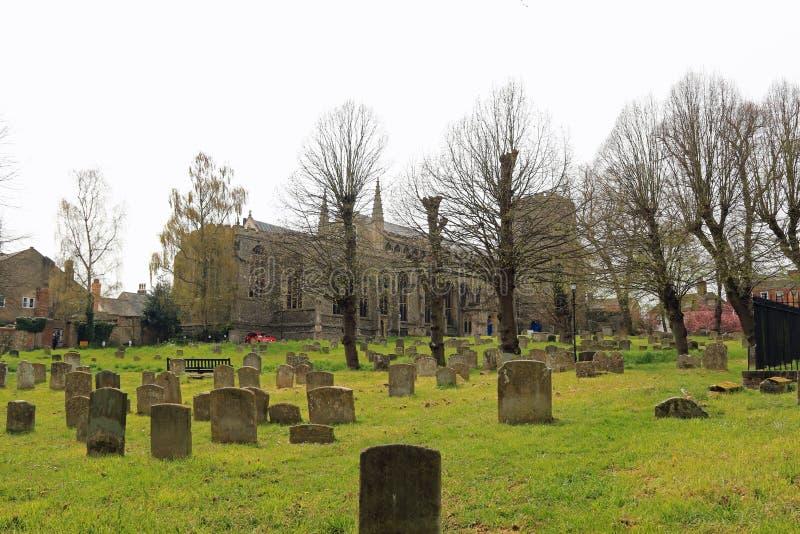 A igreja de St Mary, o St Edmunds do enterro e o cemitério fotografia de stock