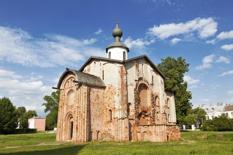 Igreja de St Paraskeva na corte de Yaroslav em Veliky Novgorod, Rússia fotografia de stock royalty free