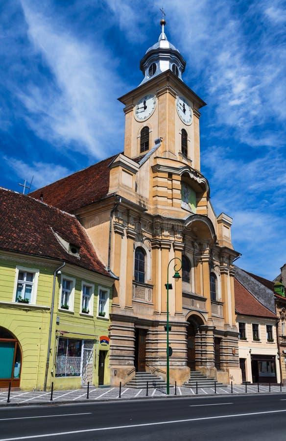 Igreja de St Peter e de Paul na cidade velha de Brasov, Romania imagens de stock