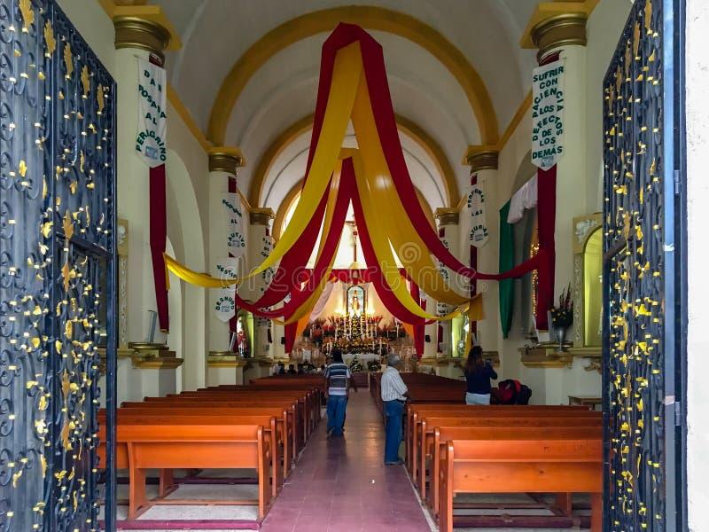 A igreja de St Peter o apóstolo em Oaxaca Vista interior imagens de stock