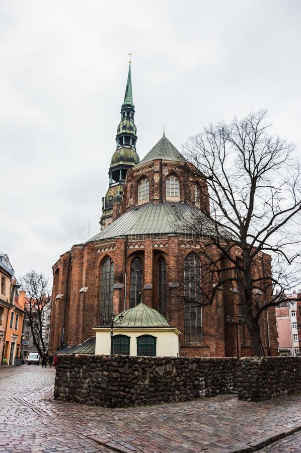 A igreja de St Peter, Riga Letónia fotos de stock royalty free