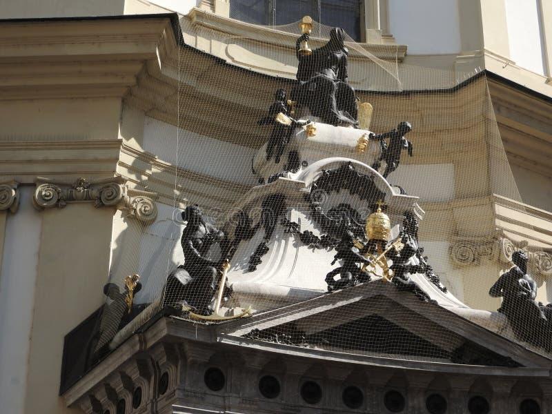 A igreja de St Peter, Viena, Áustria, detalhes de arquitetura e de paredes fotos de stock royalty free