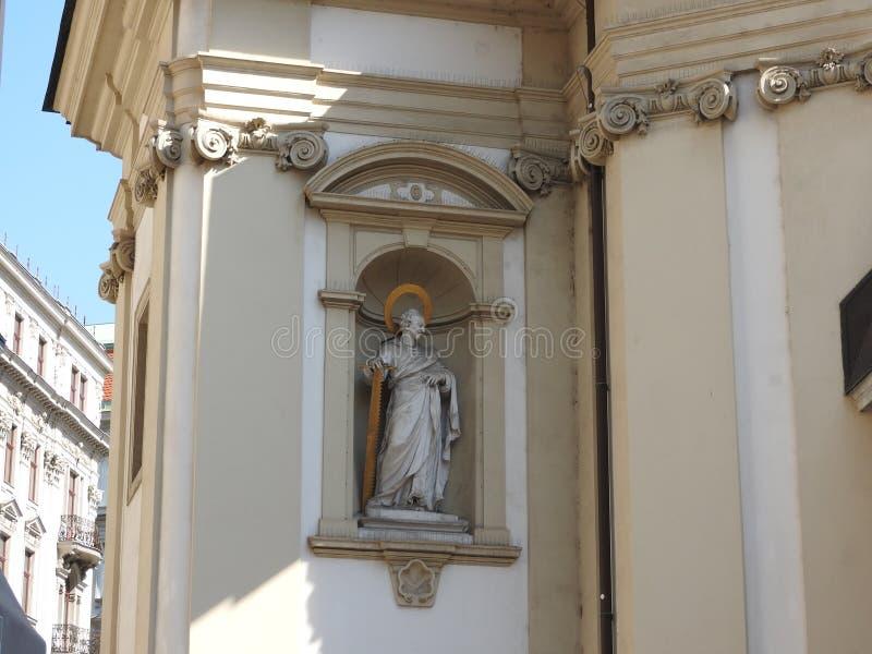 A igreja de St Peter, Viena, Áustria, detalhes de arquitetura e de paredes imagens de stock royalty free