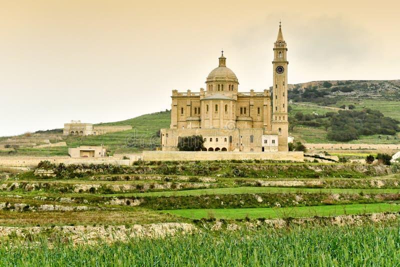 Igreja de Ta Pinu, vista panorâmica, Malta, ilha de Gozo imagem de stock