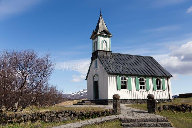Igreja de Thingvallakirkja no vale do parque nacional de Thingvellir em Islândia fotos de stock royalty free