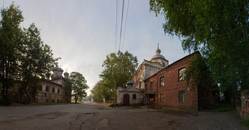 Igreja de trindade com um refeitório e a catedral da descida fotos de stock