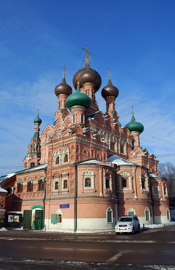 Igreja de trindade santamente em torno de Ostankino na tarde ensolarada do inverno christianity moscow imagem de stock royalty free