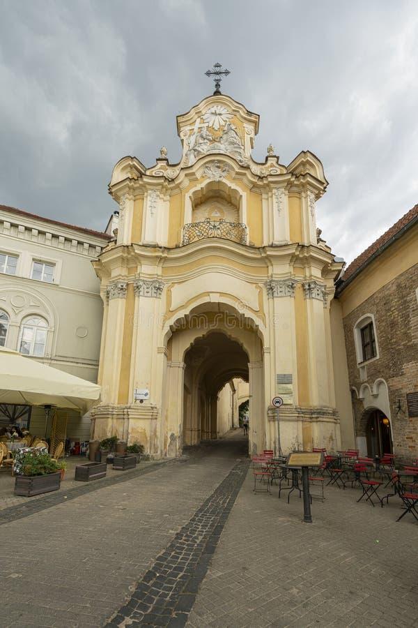 Igreja de trindade santamente & porta de Basilian em Vilnius foto de stock
