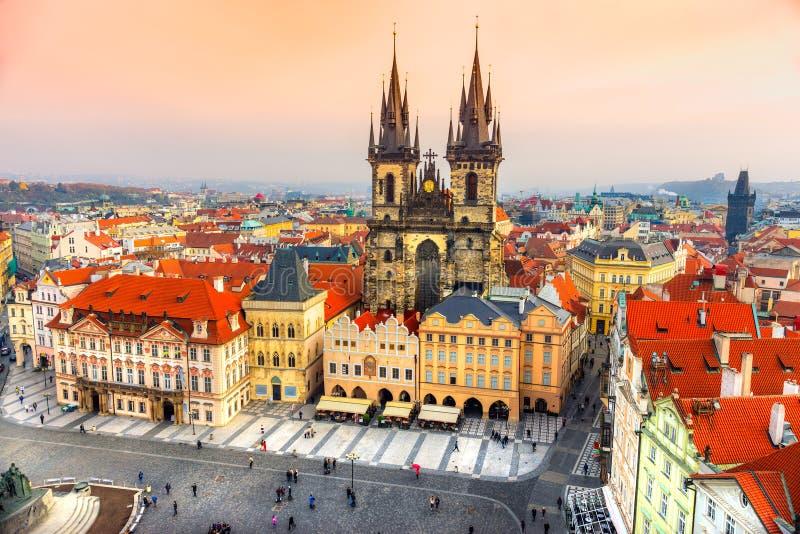 Igreja de Tyn e praça da cidade velha, Praga, República Checa fotos de stock royalty free