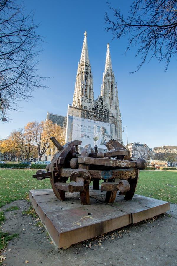 Igreja de Votiv em Sigmund Freud Park em Viena, Áustria imagens de stock royalty free