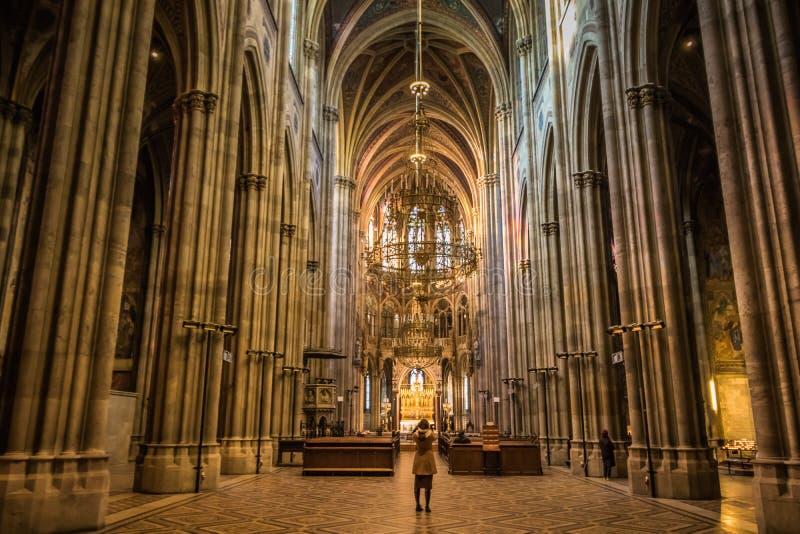 Igreja de Votiv em Sigmund Freud Park em Viena, Áustria fotografia de stock royalty free