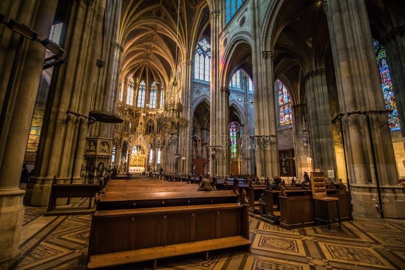 Igreja de Votiv em Sigmund Freud Park em Viena, Áustria foto de stock