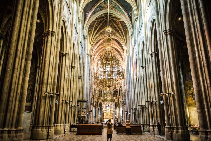 Igreja de Votiv em Sigmund Freud Park em Viena, Áustria fotos de stock royalty free