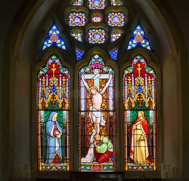 Igreja de Westmeston da janela de vitral, Sussex, Reino Unido foto de stock royalty free
