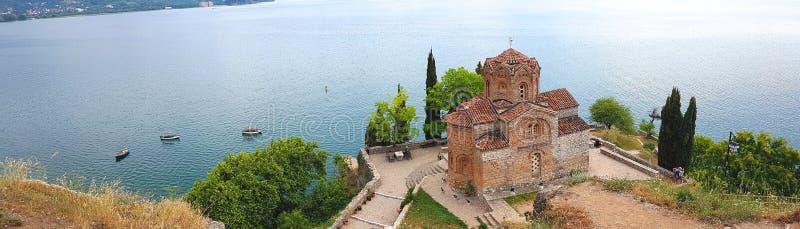 Igreja de Yuhanna de Saint da opinião de Panaromic, lago Ohrid, Macedônia fotos de stock royalty free
