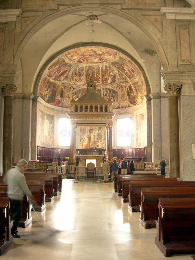 Igreja dentro de 2 imagem de stock