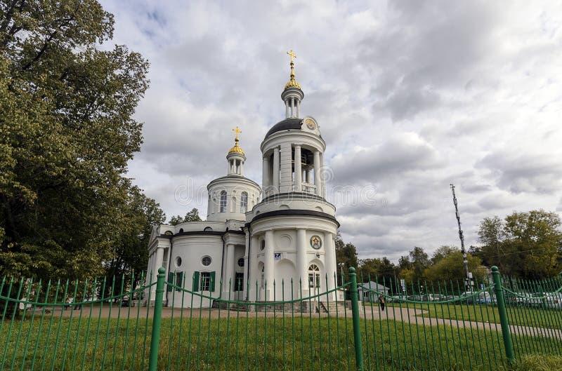 Igreja do ícone de Blachernitissa do Theotokos em Kuzminki, Moscou imagens de stock
