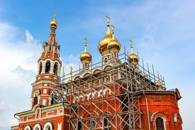 Igreja do arcanjo Michael em 1774 na vila de Krasnoye, distrito de Borovsky, Rússia foto de stock royalty free
