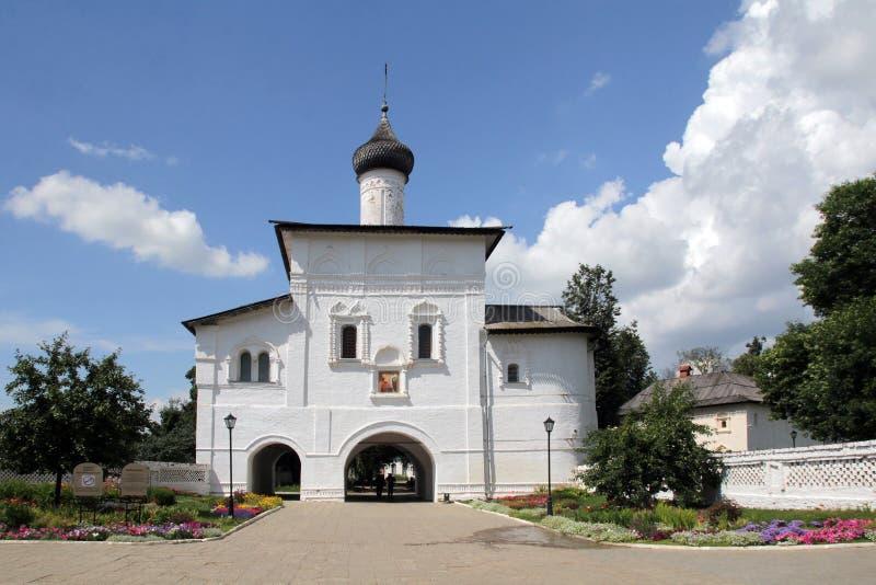 A igreja do aviso acima das portas no monastério em honra da monge santamente Evtimiy do monastério de Suzdal Spaso-Evfimievsky fotos de stock royalty free