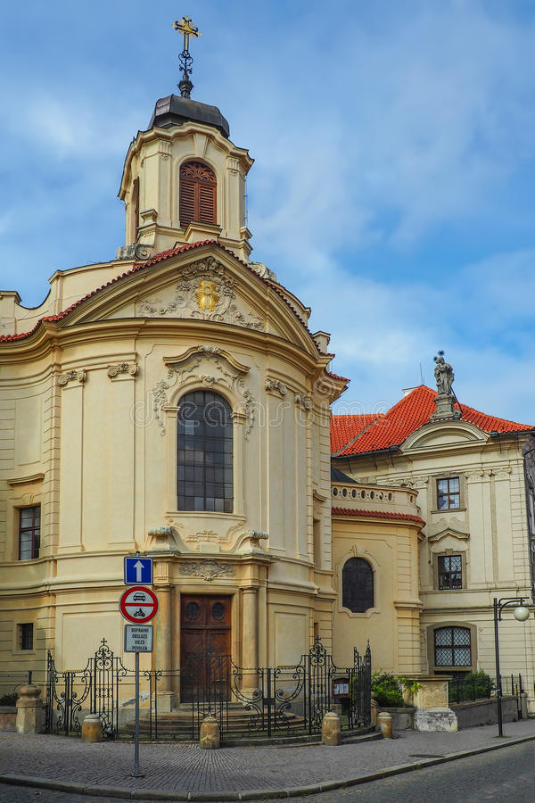 Igreja do coração o mais sagrado de nosso senhor e de Ursuline Convent em Kutna Hora, República Checa imagem de stock royalty free