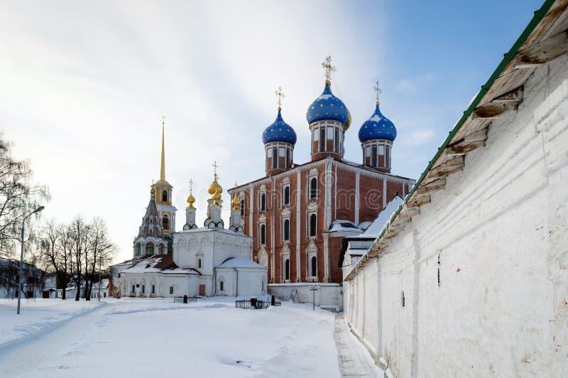 Igreja do esmagamento e da catedral da suposição do Kremlin de Ryazan imagem de stock