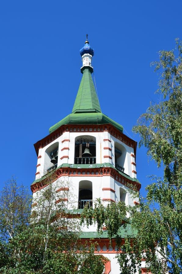 Igreja do exaltation da cruz santamente do deus em Irkutsk no verão imagens de stock royalty free