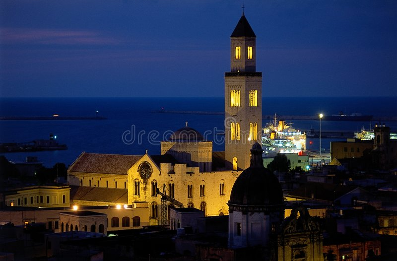 Igreja do mandril no crepúsculo foto de stock royalty free