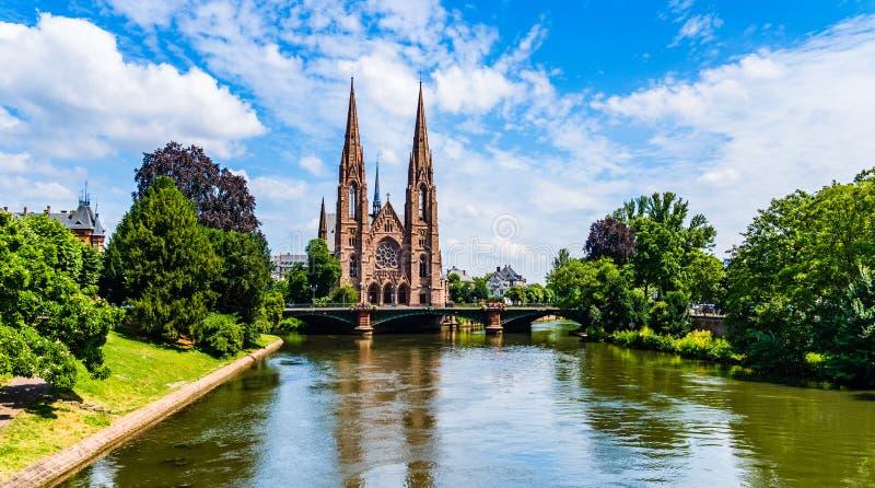 Igreja do ` s de St Paul em Strasbourg, Alsácia, França imagens de stock