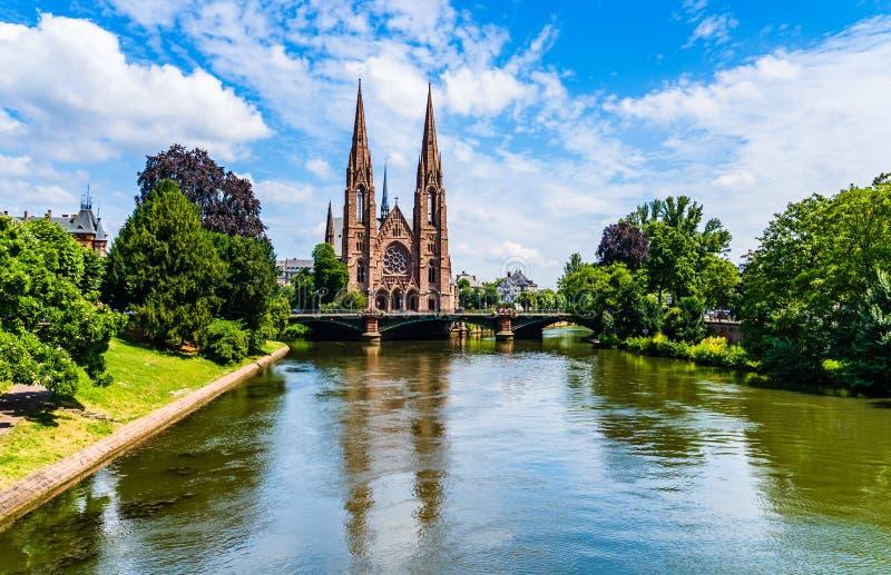 Igreja do ` s de St Paul em Strasbourg, Alsácia, França imagem de stock