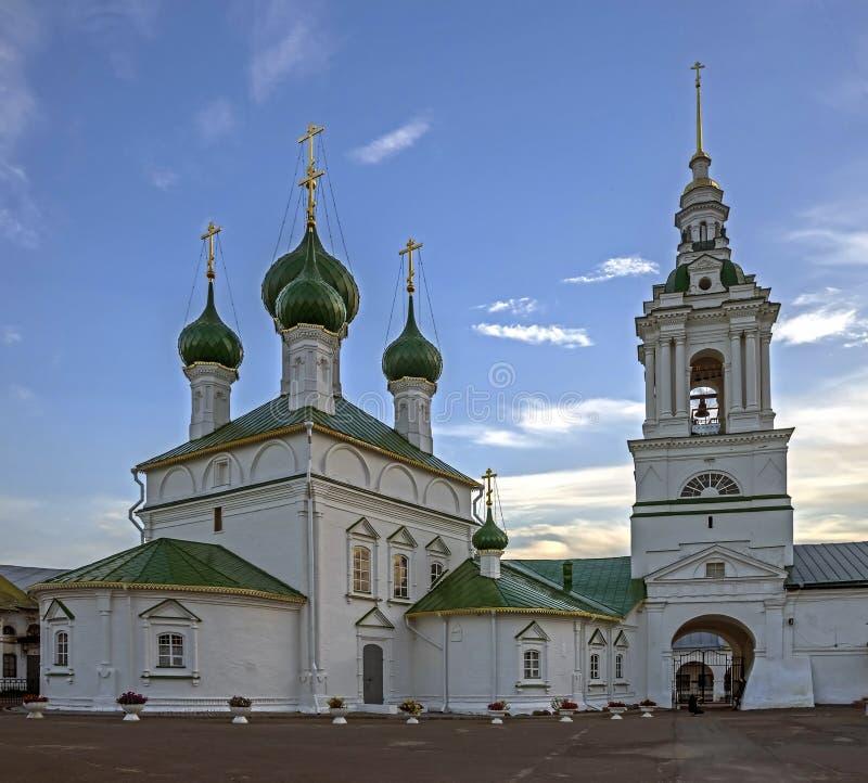 A igreja do salvador e a torre de sino foto de stock