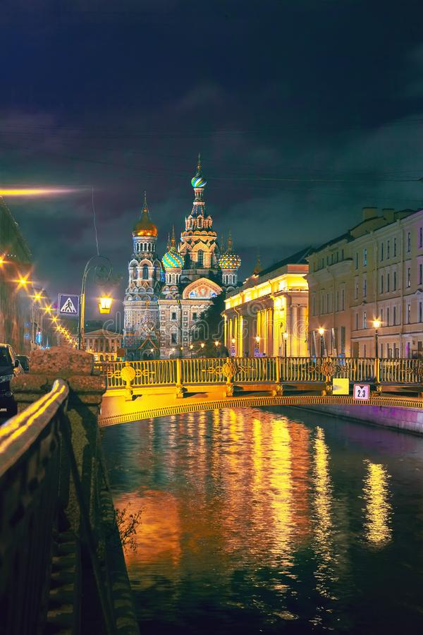 A igreja do salvador no sangue no cais do canal de Griboedov ? uma das vistas principais de St Petersburg, R?ssia imagem de stock royalty free