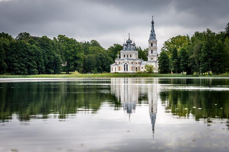 Igreja do St Alexander Nevsky em Stameriena, Letónia imagem de stock