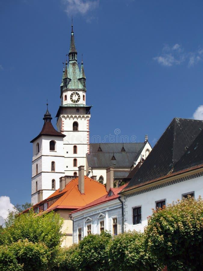 Igreja do St. Catherine e castelo de Kremnica fotografia de stock royalty free