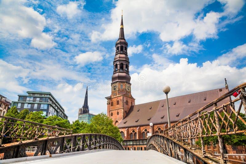 Igreja do St Catherine histórica em Hamburgo, Alemanha fotos de stock royalty free