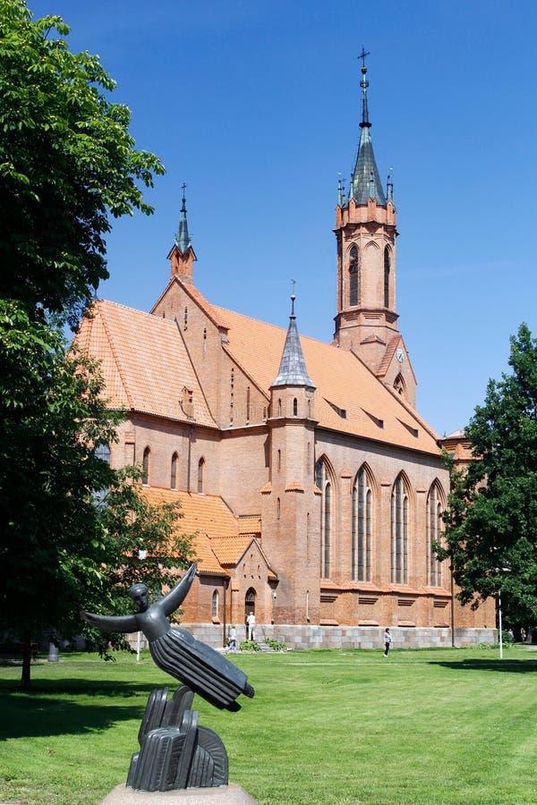 Igreja do tijolo em Druskininkai imagens de stock