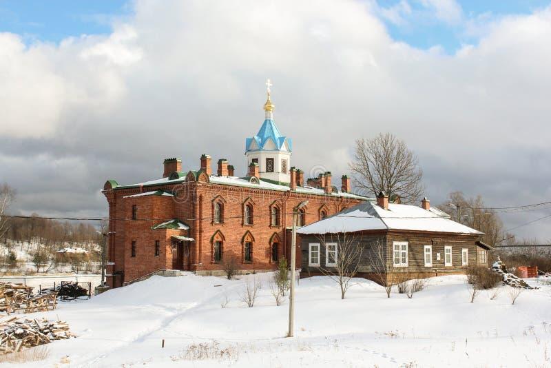 Igreja do tijolo vermelho imagem de stock royalty free