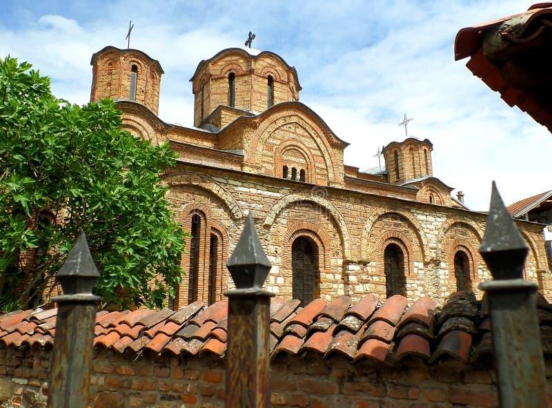 Igreja do Virgin de Ljevisa, local do patrimônio mundial do UNESCO em Kosovo imagem de stock