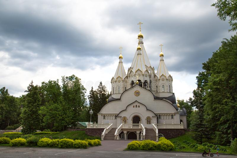 Igreja dos m?rtir e dos Confessors novos da ressurrei??o de R?ssia no treinamento de Butovo foto de stock
