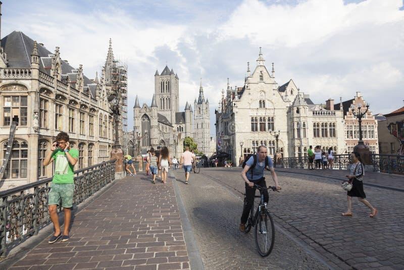 Igreja dos niklaas de Sint na cidade belga de ghent vista da ponte dos michiels foto de stock royalty free