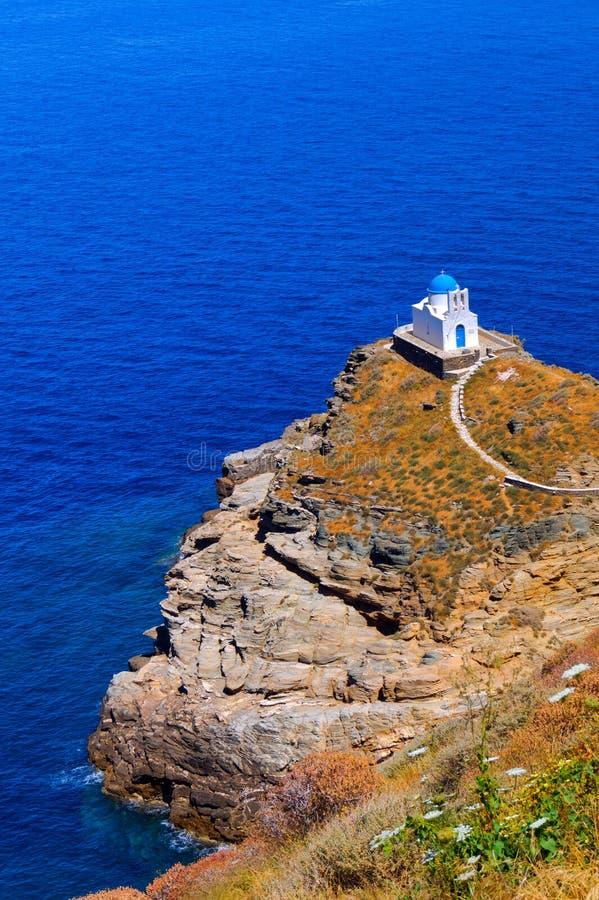 A igreja dos sete mártir na ilha de Sifnos fotos de stock