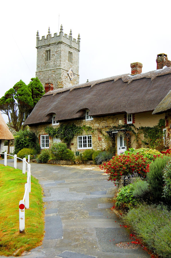 Igreja e casas de campo de Godshill imagem de stock royalty free