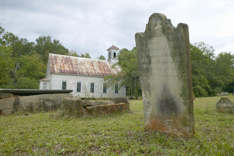 Igreja e cemitério históricos ao longo da estrada 22 em Geórgia central foto de stock royalty free