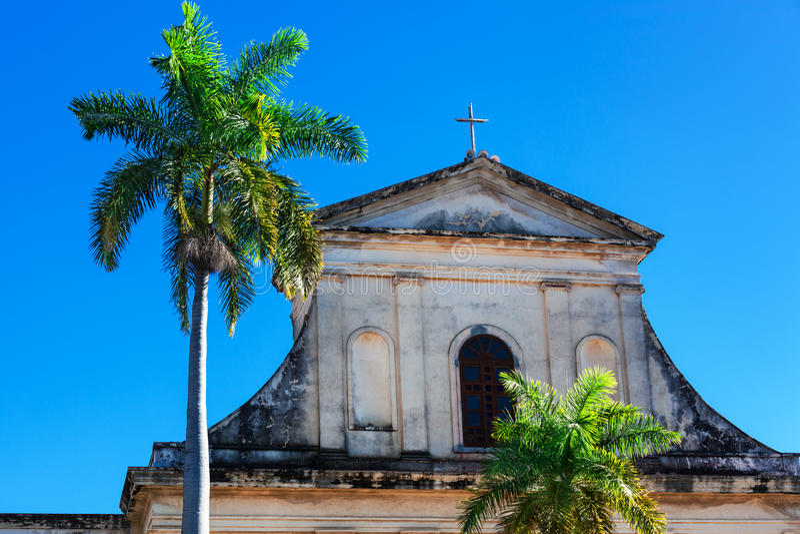 Igreja e palma velhas imagens de stock