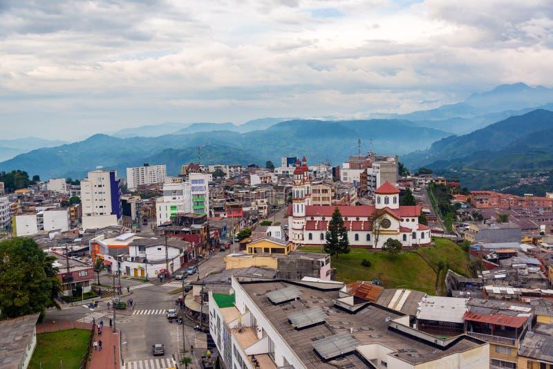 Igreja e vizinhança em Manizales, Colômbia foto de stock royalty free
