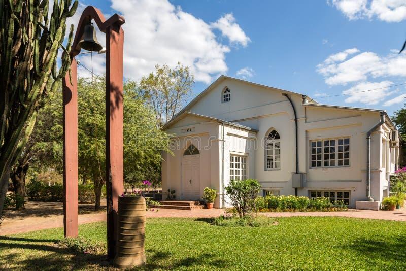 Igreja em Filadelfia, na colônia Fernheim do mennonite de Deutsch, departamento de Boqueron, Gran Chaco, Paraguai Em 1950 ano con fotos de stock