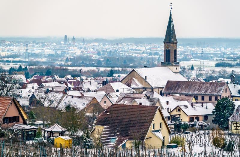 Igreja em Kintzheim, uma vila de Matrin de Saint em Bas-Rhin - Alsácia, França fotos de stock