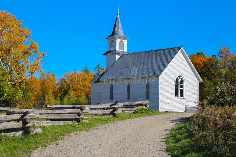 Igreja em Novo Brunswick, Canadá foto de stock royalty free